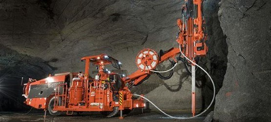 Sandvik DS421 cable bolter