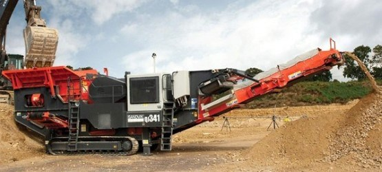 Sandvik QJ341 Mobile jaw crusher working in the UK