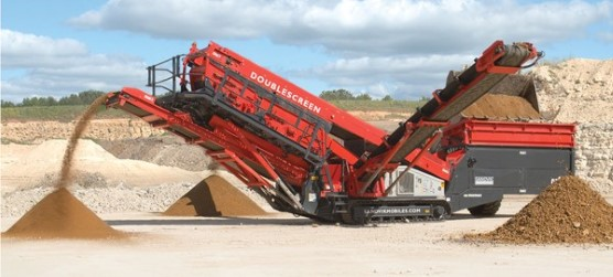 Sandvik QA335 Mobile Doublescreen in a quarry
