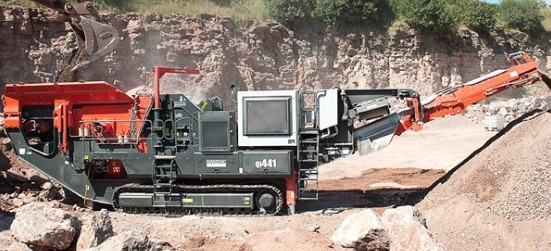 Sandvik QI441 Mobile impact crusher working in a quarry