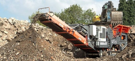QJ341 Mobile jaw crusher in recycling